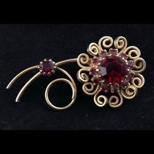 40s Flower Brooch Blood Red Stones Gold plated 🥀